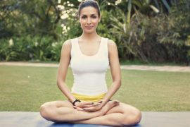 6 Ways to meditate at Work - Makes you feel happier!